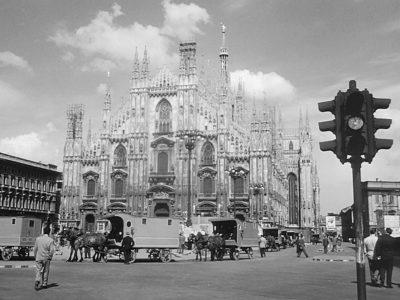 Piazza Duomo e il Duomo nel film Miracolo a Milano