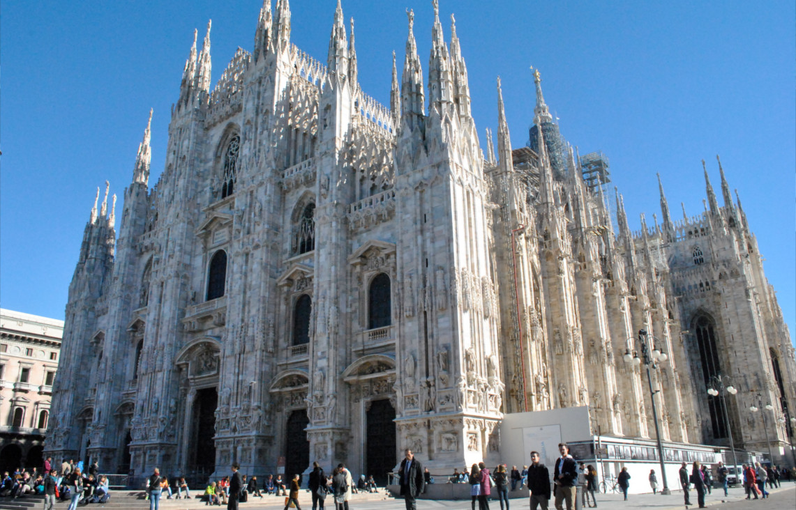 Piazza Duomo - Milano Italy Movie Walks