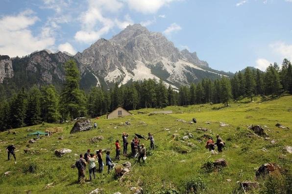 la-pelle-dell-orso-dolomiti-paesaggi-natura-italy-movie-walks