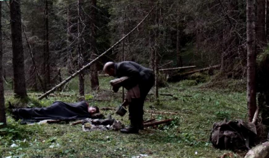 la-pelle-dell-orso-notte-pietro-sieff-beve-marco-paolini-italy-movie-walks