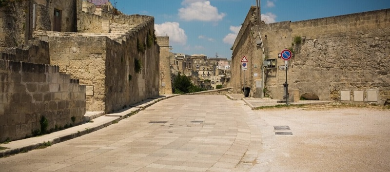 piazza-porta-pistola-porta-gerusalemme-italy-movie-walks-matera