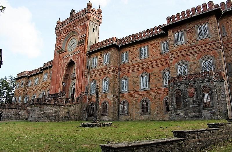 Castello di Sammezzano complesso esterno