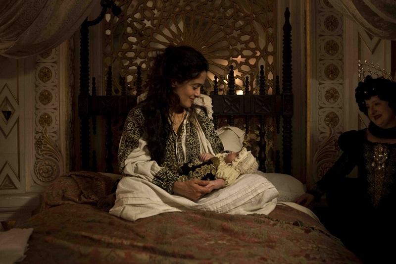 la-regina-salma-hayek-tale-of-tales-italy-movie-walks