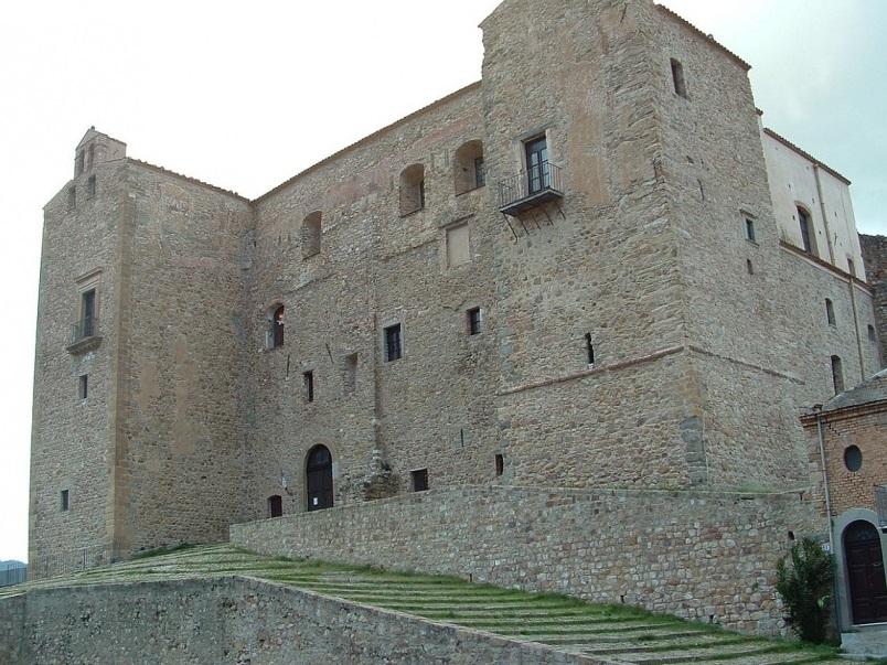 Pazza Castello